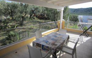 Veranda del trilocale deluxe con vista panoramica sull'uliveto