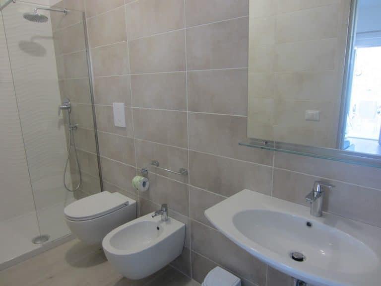 Bagno accessoriato e box doccia