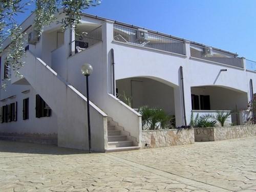 Vista esterna dei trilocali in Villa Elisa